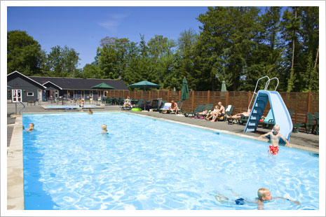 Den populære pool i Hasle Hytteby
