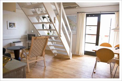 Praktisk indretning i hyggelige feriehuse