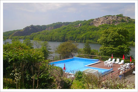 Hotel Hammersø er idyllisk beliggende mellem sø og klipper - tæt på Hammershus.