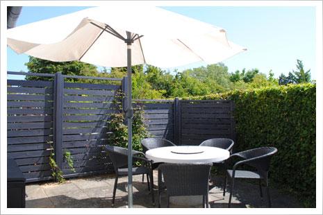 Nyd jeres dejlige feriedage på en af Møllehusets to terrasser.
