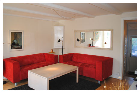 Lejlighed D er en stor lejlighed på 75m2 med indretning for 2-4 personer.