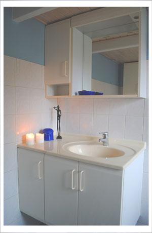 Et af de to badeværelser i Plummahuzed
