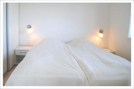 Soveværelset i Sandkaas Sommerhuse.