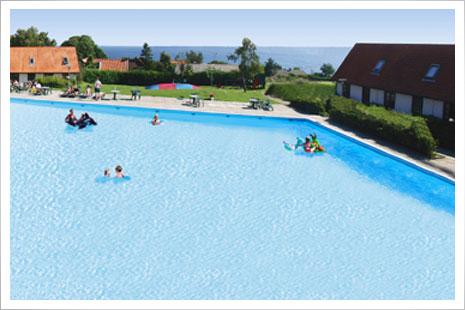 Stor og dejlig pool i Gudhjem Feriepark