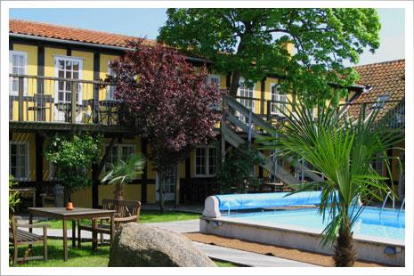 Gæster i Postgadehuset har adgang til en skøn swimmingpool beliggende 15 meter fra Postgadehuset.