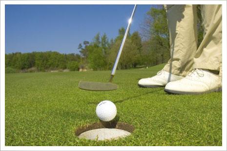 Nexø Golfbane ligger blot nogle få gode drives fra hotellet